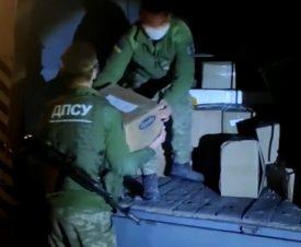 Украинские пограничники пресекли контрабанду красной икры из России