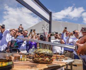 Звездой кулинарного фестиваля в Румынии стал бургер за 1000 евро с золотом и икрой